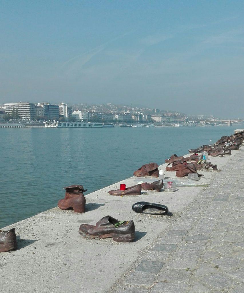 βουδαπέστη-παπούτσια-δούναβης
